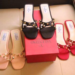 #slippers #girlsfootwear #genuineproducts #premiumquality #discounts #eid #eidoutfit